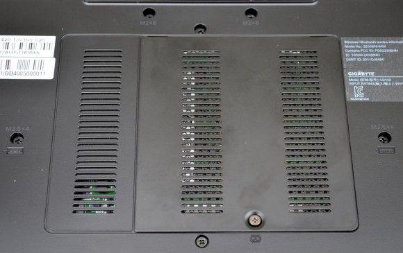 Bottom: RAM door (access to 2 DIMMs)