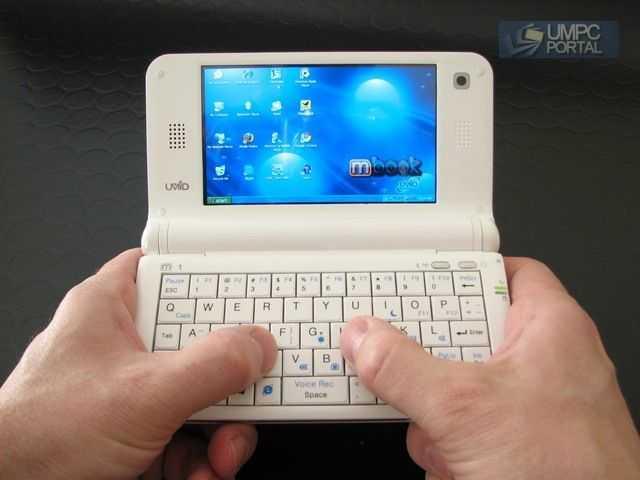 Есть полноценная QWERTY-клавиатура, процессор Atom Самый маленький