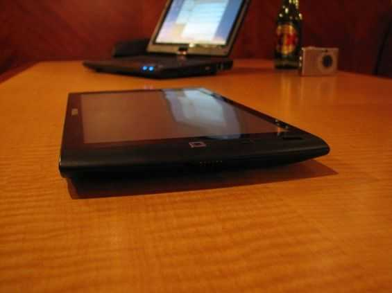 archos 9 flat on table
