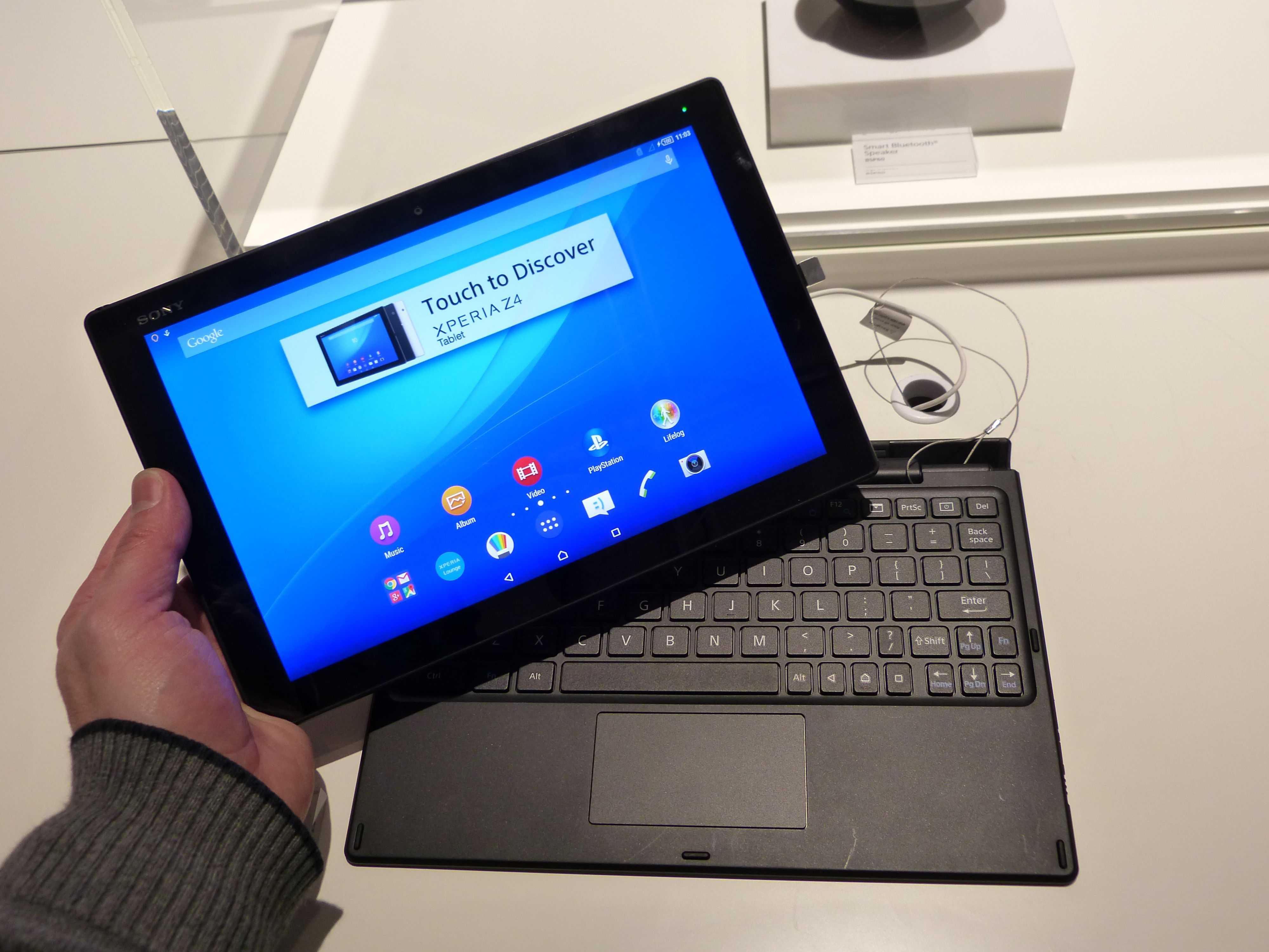 Sony Xperia Z4 Tablet reviews point to impressive flexibility.