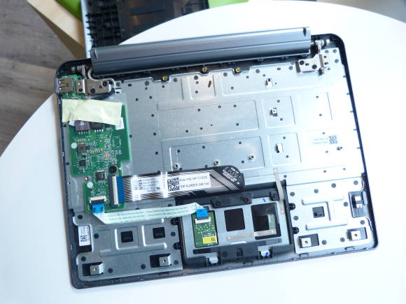 Acer One S1002 keyboard internals.